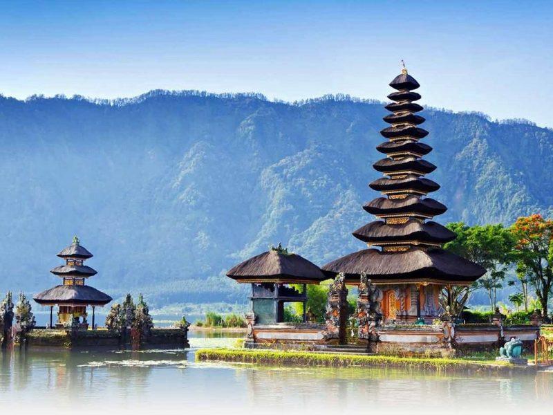 Rumah adat Bali bernuansa alam