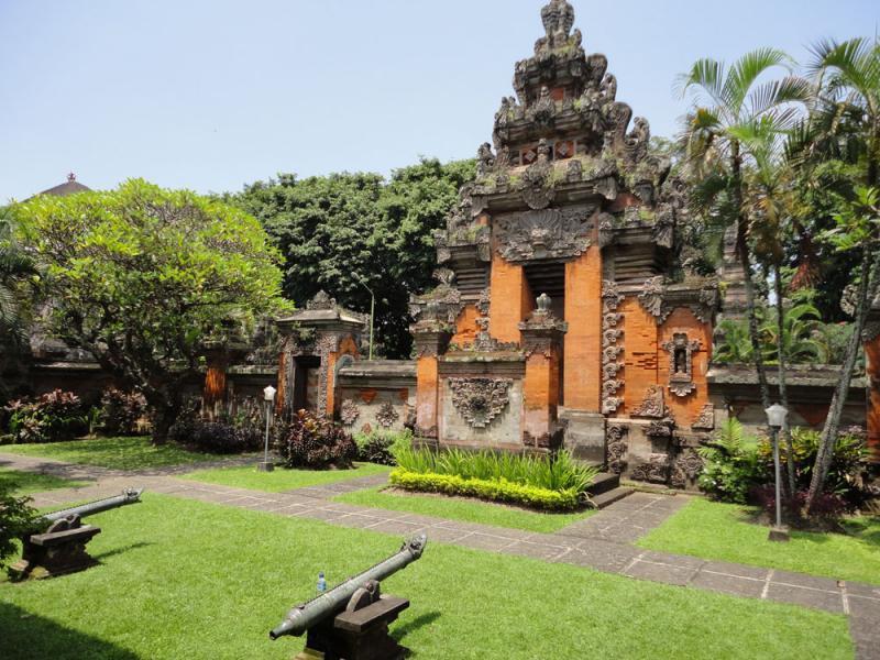 Material Pembangunan Rumah Adat Bali