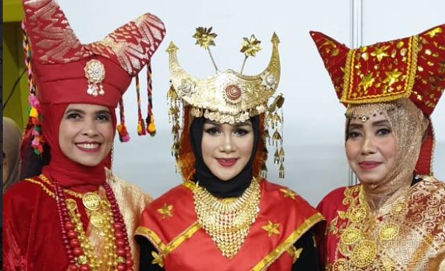 Mengetahui Pakaian Adat Sumatera Barat Terlengkap +Gambarnya