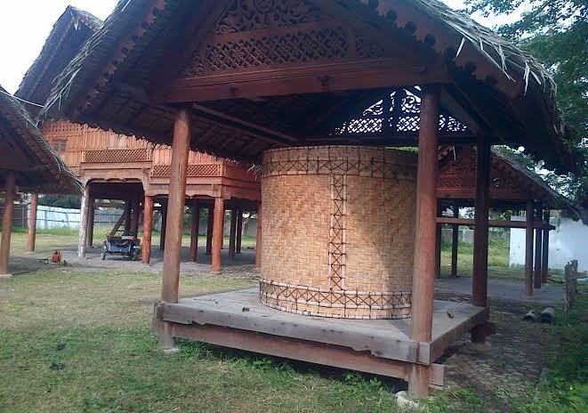 Kroong-padee atau Lumbung Padi rumah aceh