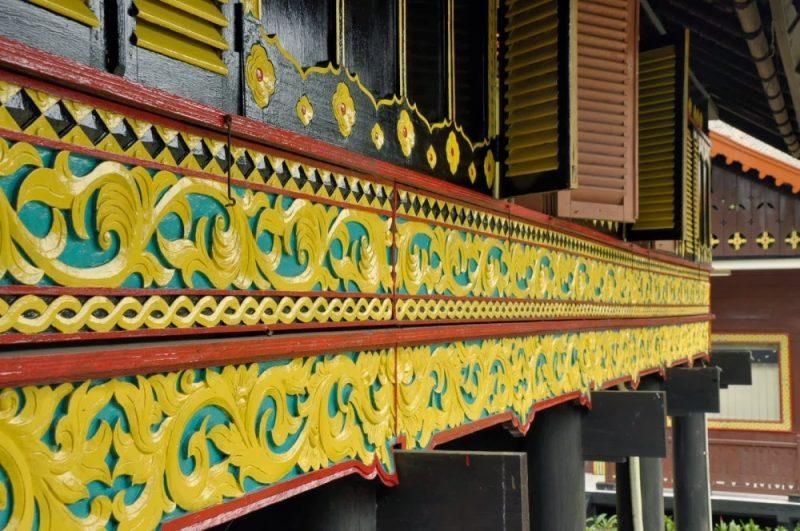 Motif ukiran pada rumah Aceh
