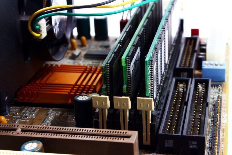Perangkat Motherboard Komputer