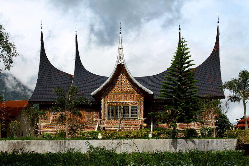 Rumah adat Gonjong Ampek Baanjuang