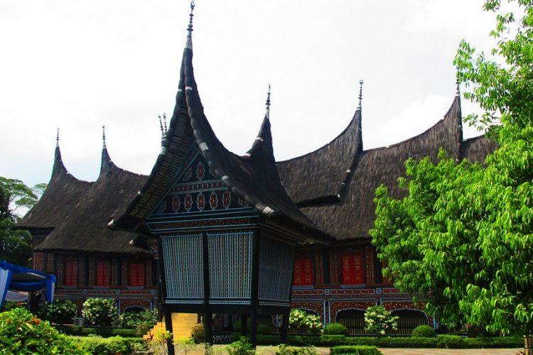 Rumah adat Gonjong Sibak Baju